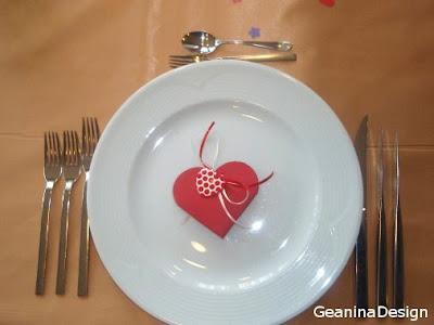 Cutii bomboniere de botez de culoare rosie din carton. Au forma de inima.