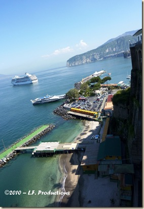 Solo_women_travel_Sorrento_port