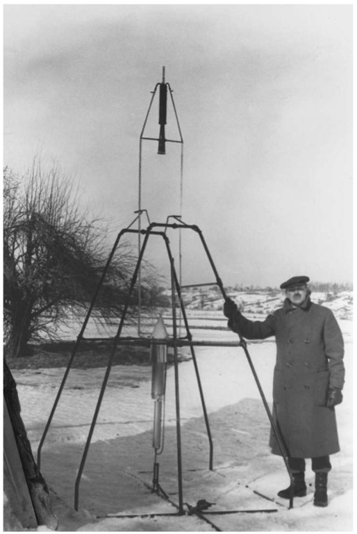 Robert Goddard with the liquid-fueled rocket that first flew on March 16 1926.This figure is available in full color at http://www. mrw.interscience.wiley.com/esst.