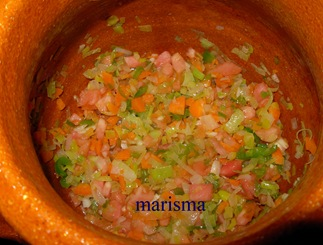 judias pintas con arroz en barro, sofrito