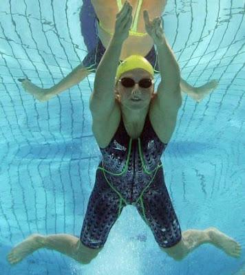 蛙泳是一種模仿青蛙游泳動作的一種游泳姿勢,也是最古老的一種泳姿。