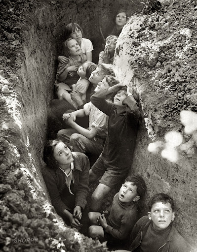 Spanish kids hidding from the Luftwaffe