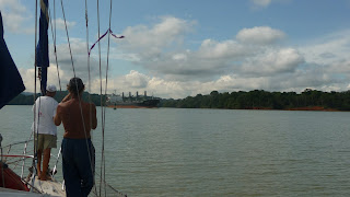 Auf dem Weg durch den Gatun Lake.