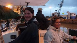 Olga und Christie, dazwischen unser Advisor.