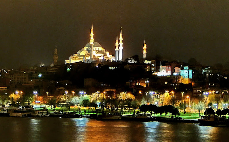 Istanbul city lights at night - By: Ali KILIC - License: Creative Commons License (By ND 3.0)