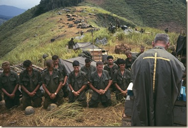 soldiers-pray-with-army-chaplain-vietnam
