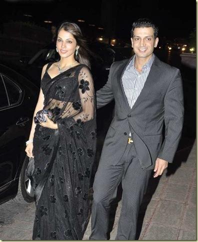 Stars_at_Fardeen_Khan_s_sister_Laila_Khan_wedding_reception_12_