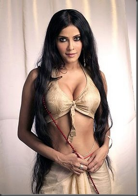 04 Nandana Sen sexy cleavage