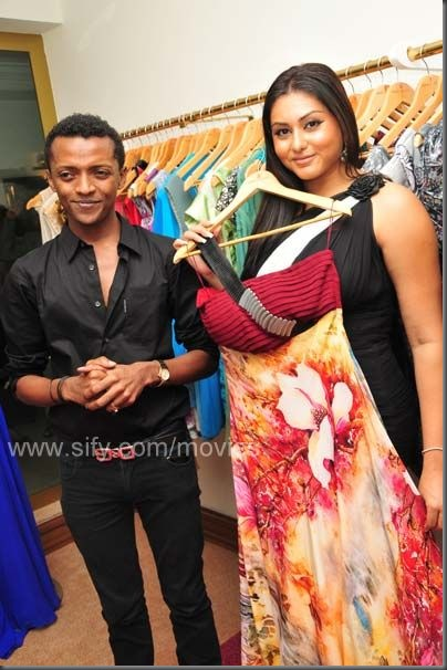 Namitha shows off Sidney's designs
