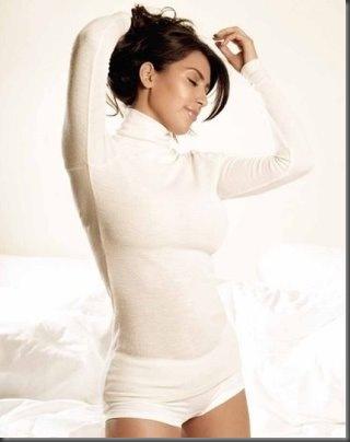 kim-kardashian-calendar-2009-3