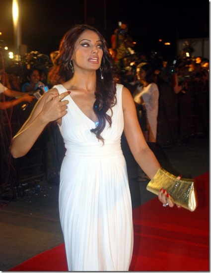 Bipasha-Basu-in-the-premiare-of-the-film-Race
