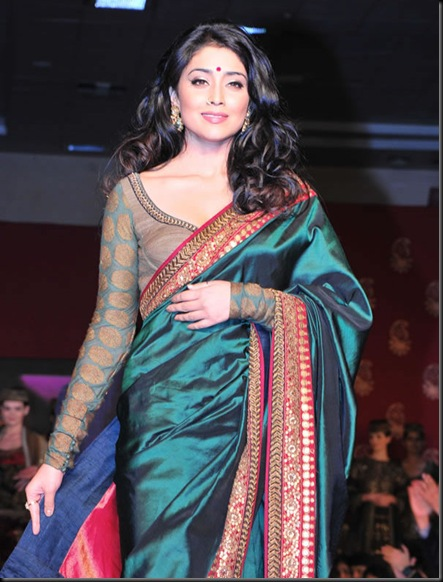 Shriya Saran Handloom Fashion Show Gallery