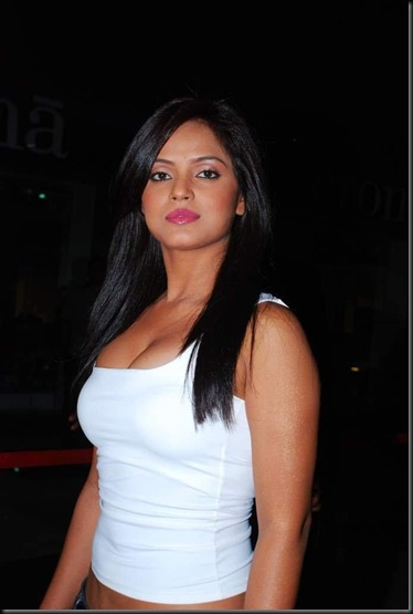 neetu-chandra-hot-sexy-bollywood-actress-8