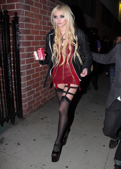 Taylor Momsen Taylor Momsen wears another HoYIG2D2GrVl