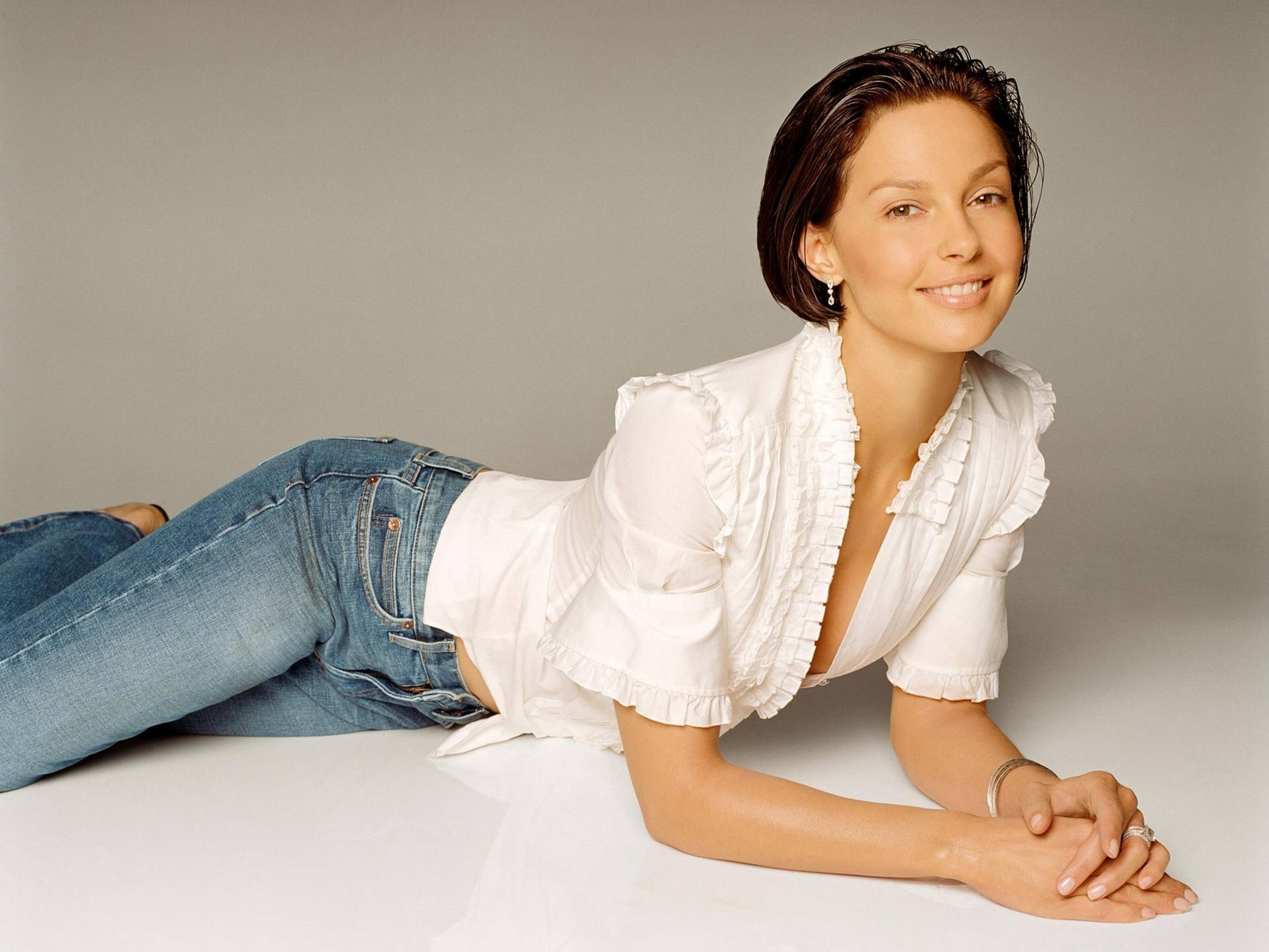 [Ashley Judd 7 1600x1200 hqmodelwallpapers[2].jpg]