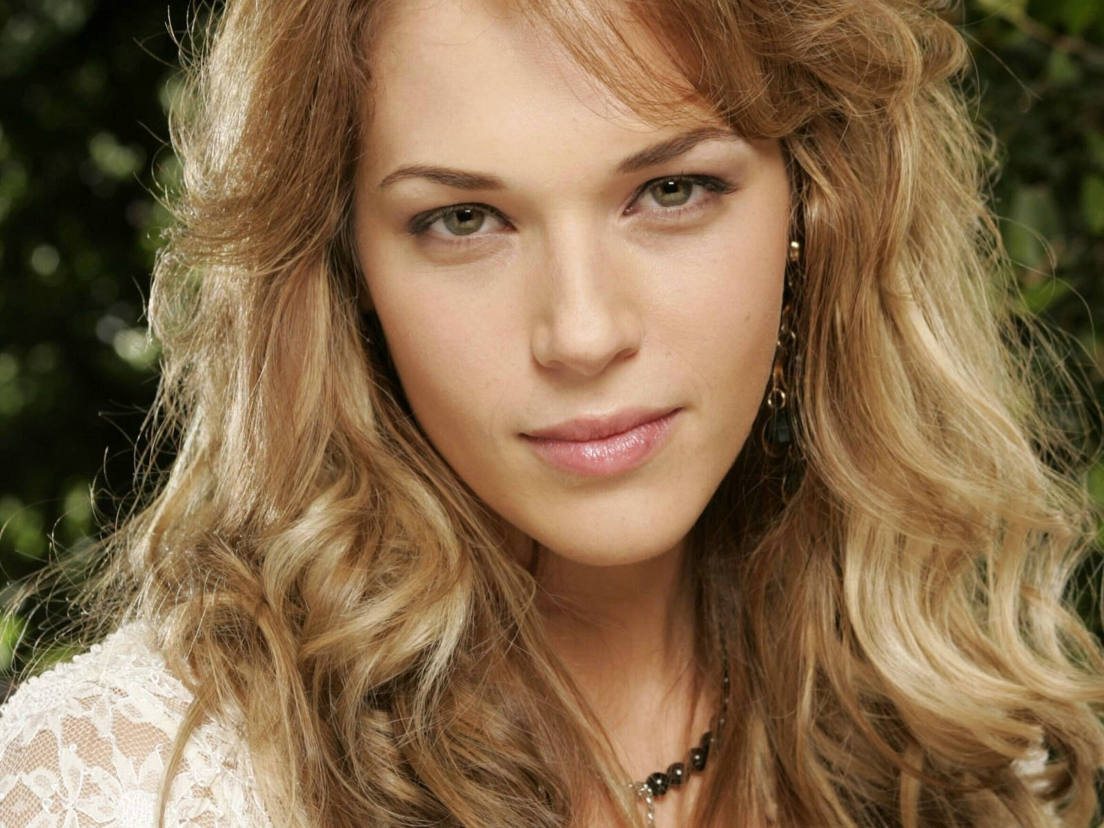 [Amanda Righetti 12 1600x1200 unique desktop wallpapers[2].jpg]