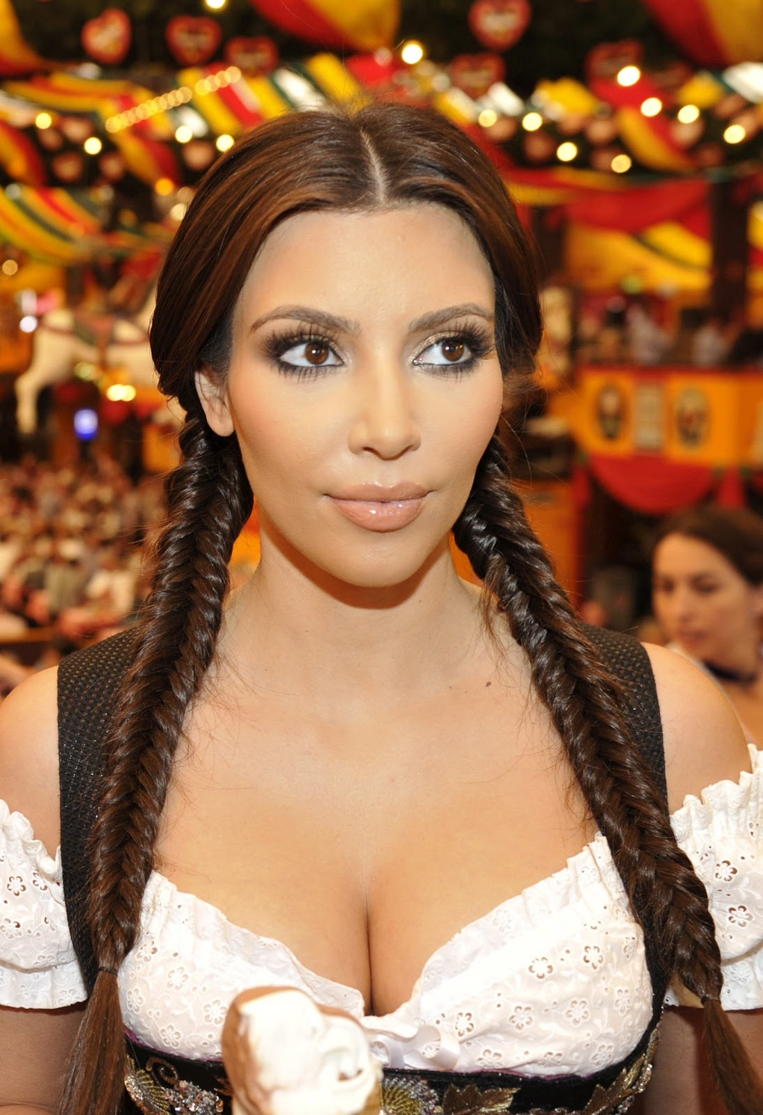 [Kim Kardashian in Munich at Oktoberfest hottest cleavage[3].jpg]