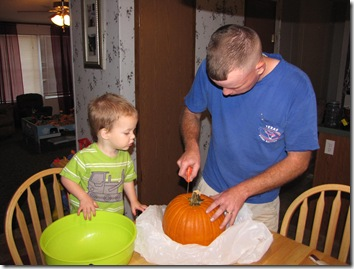 carving the pumpkin 007