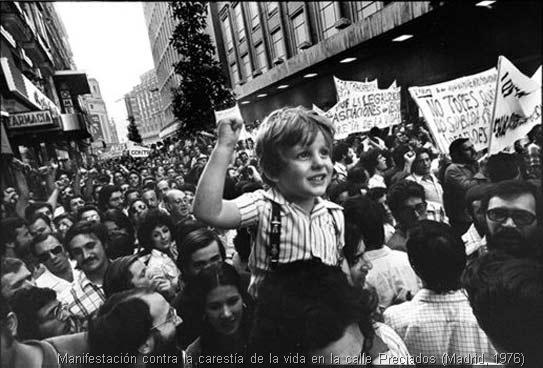 Manifestación contra la carestía de la vida en la calle Preciados (Madrid, 1976)