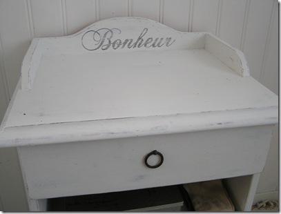 Sängbord Bonheur närbild