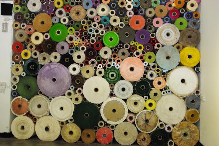 *紙捲牆(最大的約300公斤重)
