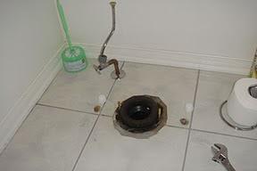 Hình: Lỗ thoát, cầu toilette