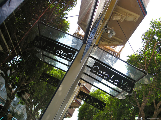 Cafe La Vie signage