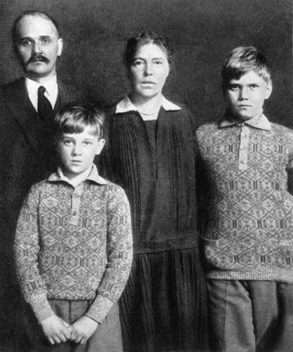 Grandes duques y G. Duquesas: Jorge, Xenia y Olga - Página 8 O902ef