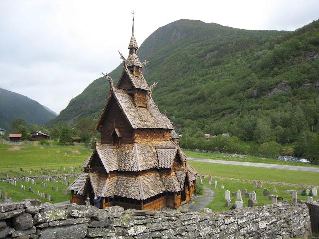 Stavkyrkje - Eglises Traditionnelles Norvégiennes