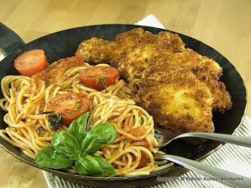 h hnchenschnitzel in parmesan panko kruste mit spaghetti. Black Bedroom Furniture Sets. Home Design Ideas