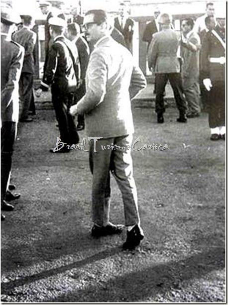 A Indecisão de Jânio Quadros. Essa foto, de 1962, ganhou alguns prêmios, pois refletia a vida do país pouco antes da renúncia de Jânio