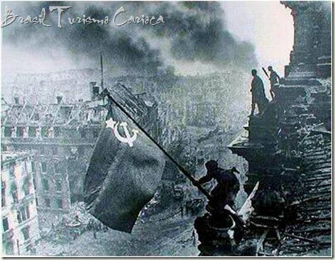 Aliados comemorando a vitória da URSS na Alemanha