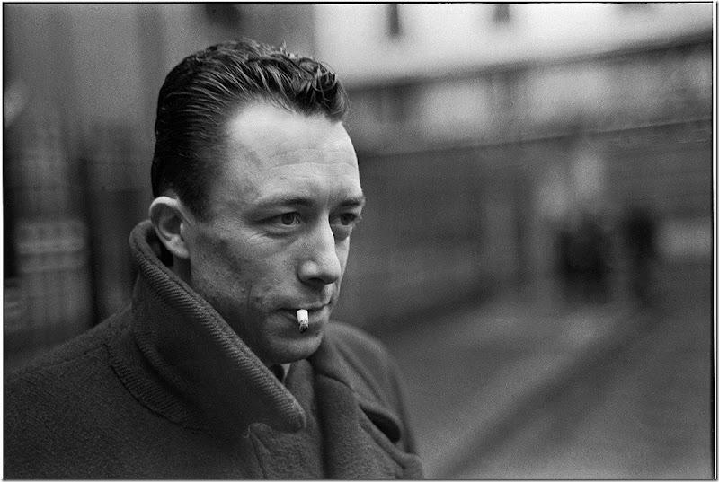 Albert_Camus---Albert Camus (1913-1960, Nobel de Literatura en 1957), fotografiado por Henri Cartier-Bresson en 1944.
