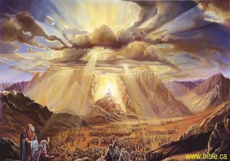 crtez planina Sinaj><br /> <font size=3><i>Planina Sinaj</i></font><br /> <br /> Ali s puno više nutarnjeg zadovoljstva i trajne zahvalnosti moramo se veseliti mi kršćani, novi odabran Božji narod. A motiv toga našega izbora jest čista i s naše strane nezaslužena ljubav Božja.<br /> Nismo postali Crkva zbog naših posebnih zasluga, kao da bismo bili bolji, pravedniji i pošteniji od drugih ljudi, nego smo to postali po njegovoj ljubavi prema nama koju nam je pokazao dok još bijasmo grešnici.<br /> »A Bog pokaza ljubav svoju prema nama ovako: dok još bijasmo grešnici, Krist za nas umrije.« (Rim 5,8)<br /> <br /> Samo Isusovoj otkupiteljskoj smrti imamo zahvaliti da više nismo bez Boga, da smo oslobođeni od grijeha i tako pomireni s Bogom.<br /> Dokaz ljubavi Božje prema nama jest Krist Isus, Raspeti i Uskrsli. On je iz ljubavi prema nama i za nas svu svoju dragocjenu krv prolio na križu.<br /> Uz to je Kristova otkupiteljska smrt samo početak svega onoga što nam Bog daje po svome Sinu. Kad nas je njegova krv i njegova smrt izmirila s Bogom dok smo još bili Božji neprijatelji, sada kad smo već s njim izmireni, mnogo ćemo se sigurnije spasiti Kristovim životom koji On provodi kod Oca kao naša Glava i naš Posrednik.<br /> Prema tome su sva sredstva našega spasenja, sakramenti i sve milosti koje Bog daje jedino po Kristu, plod Kristove smrti i ujedno proizlaze iz Kristova proslavljenog života.<br /> Kad je to tako, što preostaje drugo nego da se »ponosimo u Bogu po našem Gospodinu Isusu Kristu po kojem zadobismo pomirenje« (Rim 5,11).<br /> <br /> Zato smo, mi zajednica krštenih, pred Bogom i pred ljudima povlašteni narod, sveti puk, kraljevsko svećenstvo, narod koji vrši posredničku ulogu između Boga i čovječanstva po našem sudjelovanju s Kristom, sveopćim posrednikom između Boga i svijeta.<br /> I ta zajednica kao cjelina, to jest kao kraljevsko svećeništvo i sveti narod poslana je svijetu. Sažalni Isusov pogled nad napuštenim narodom znak je iste one ljubavi koja ga je 