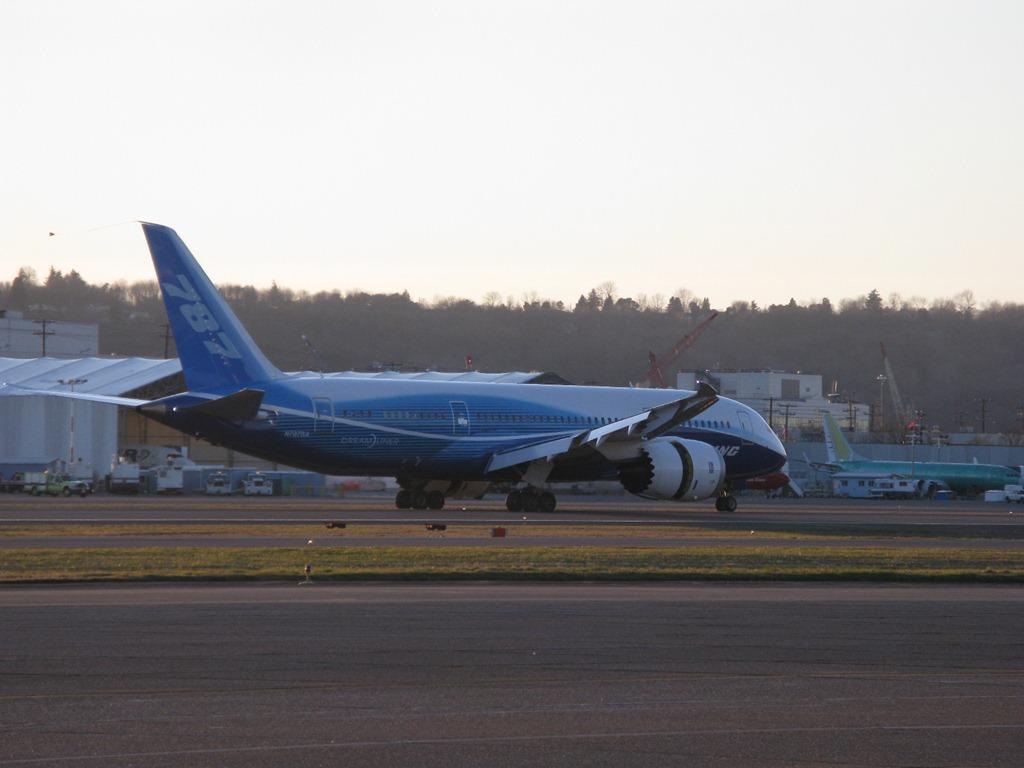 [787 landing at BOI 045[4].jpg]