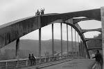 Už skoro legendární přechod přes most ve Štěchovicích. Jako by to bylo včera.