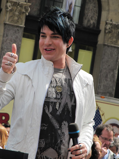 adam lambert thumbs up