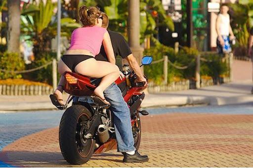 Foto Unik : Cewek Sexy Kambing Sexy bonceng Motor