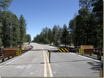 01 Gate just south of Jacob Lake closed for winter Kaibab NF Hwy 67 AZ (800x600)