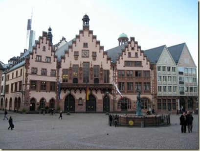 06 Building survived WWII on Romerburg Square Frankfurt Germany (800x600)