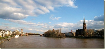 07 The River Main Frankfurt Germany pano (800x370)