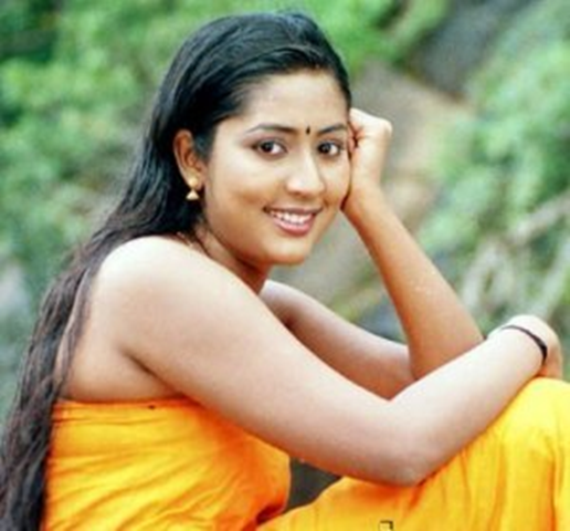 Mallu actress Navya nair biggest boob show from a movie Nandanam .She ...