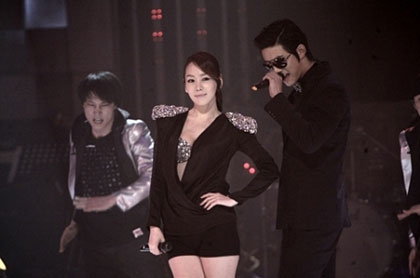 Kim Jung Eun แสดง My Ear's Candy กับ TaecYeon