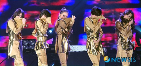 ศิลปินในค่ายทหารขึ้นแสดงในงาน 'Army Broadcast Power Concert'!