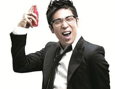 MC Mong มอบของขวัญให้กับทีมงาน 1N2D
