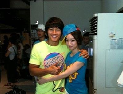 Soya ถ่ายรูปกับลุงของเธอ Kim Jong Kook