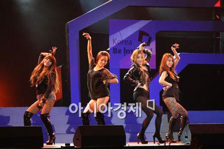 ภาพ Brown Eyed Girls บนเวทีคอนเสิร์ตในเมืองไทย