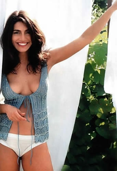 Caterina Murino latest hot photos 1