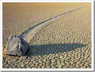 fenomena batu berjalan