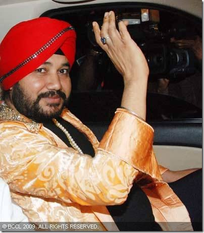Daler-Mehndi-arrives-at-Shilpa-Shetty-and-Raj-Kundras-wedding